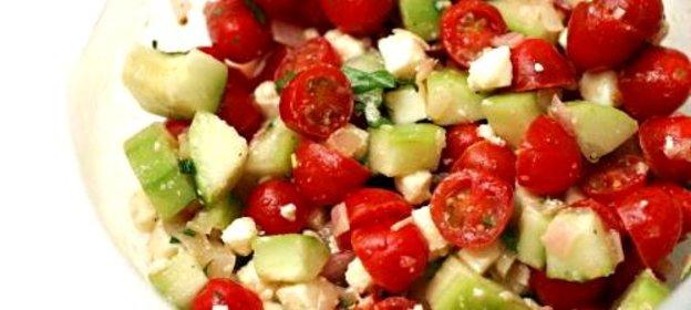 Греческий салат помидорами черри