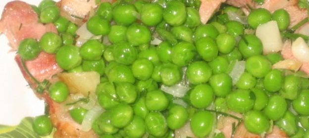 Салат грудка копченая зеленый горошек в